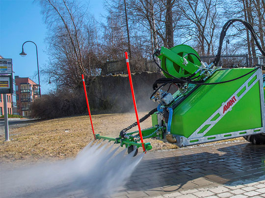Avant® loader attachments - high pressure washer