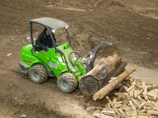 Avant® front loaders - heavy duty log grab UK Avant sales