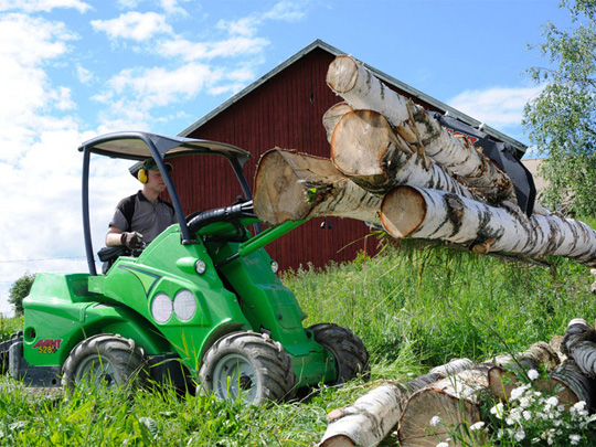 Avant® front loaders - log grab UK Avant sales